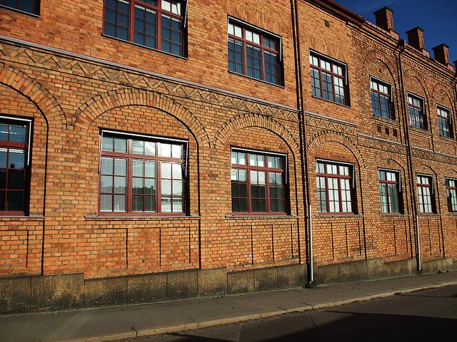 Plastová okna pro velké průmyslové budovy