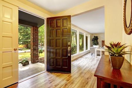 Plastové dveře – jak vybrat dveřní výplň