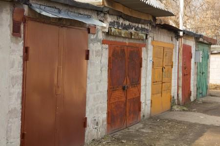Porovnání sekčních a rolovacích garážových vrat